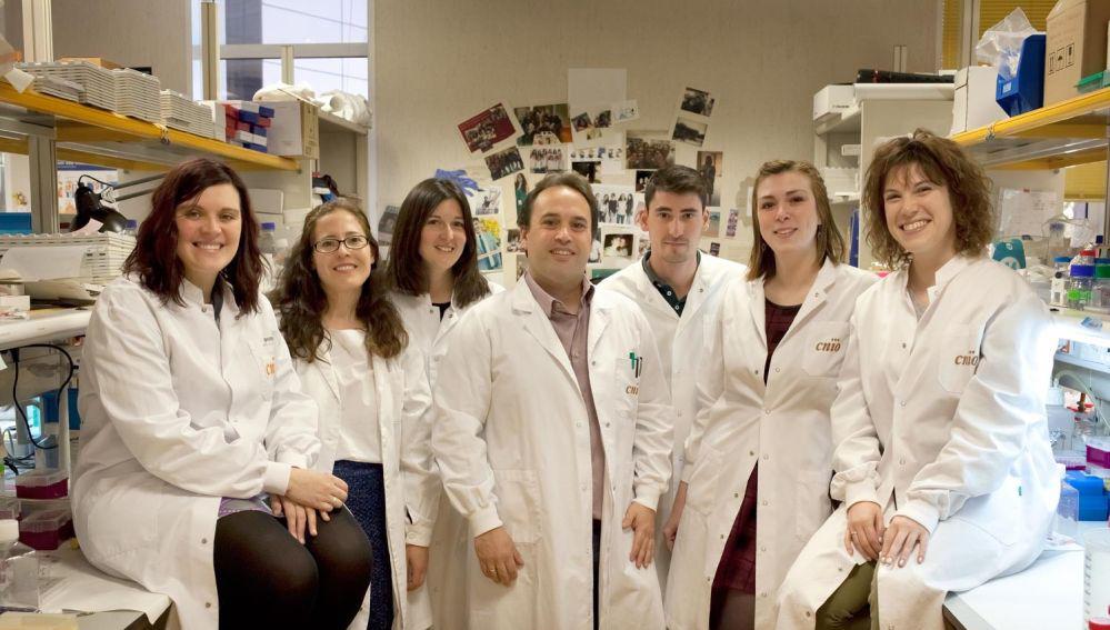 Dr. Héctor Peinado dans son projet de recherche sur le mélanome